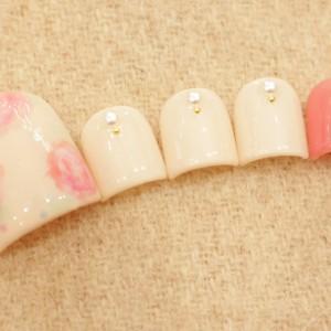 ピンクのバラネイル